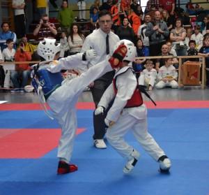 Fidel Dasdelen (blaue Kampfweste) erkämpft die Bronzemedaille