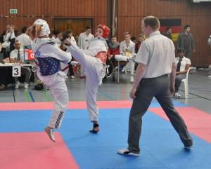 Mara Steinwagner (rote Kampfweste) erkämpft die Goldmedaille