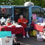Flohmarkt shopping auf dem Messplatz in Wiesloch