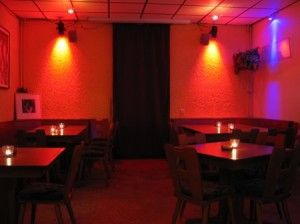 Rock&Pop Verein  Blick-von-der-Bar-in-die-Sitzecke