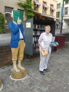 Bücher-Regal - Frau Schulz