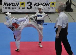 Dimitri Wasjutkewitsch (blaue Kampfweste) erkämpft die Bronzemedaille