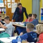Lars Castellucci besucht Leimbachtalschule in Dielheim