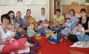 Bildn: Maria Cardinale Strahlende Gesichter der Teilnehmer des ersten Baby-Musikgartens
