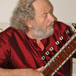 """Sitar trifft Gitarre – Jazz-East meets Jazz-West"