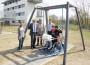 Freude über Rollstuhlschaukel