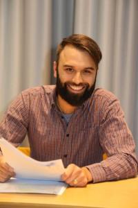 Walldorf. Bastian Schneider der Stipendiat der Stadt Walldorf stellt sich in der Stadtbuecherei vor. 01.10.2015 - Helmut Pfeifer.