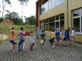 """Bogenschießen und """"Wasser unter der Lupe"""" beim Ferienspaß in der Waldschule"""