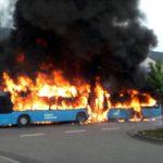 Sankt-Leon-Rot : Linienbus geht in Flammen auf. Feuer greift auf Wohnhaus über. - www.wiwa-lokal.de