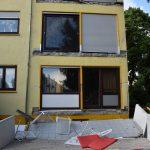 Balkon abgebrochen, zwei verletzte Personen