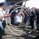 Unsere Feuerwehr kann auch anders: Herzliche Glückwünsche zur Hochzeit