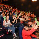 Volles Haus im Luxor-Filmpalast bei Erstwählerveranstaltung