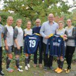 Flock-In und Lackierfachbetrieb Schüttler unterstützen VfB Frauenmannschaften