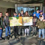 Junge Urlauber auf Schnitzeljagd  … mit dem neuen Kinderstadtplan der Stadt Walldorf
