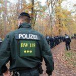Walddurchsuchung zu Übungszwecken – Bereitschaftspolizei