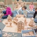60.000 Holzklötze warten auf kreative Baumeister