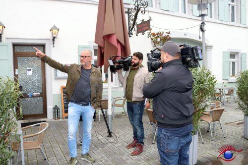 Frank Rosin (links) und Kamerateam in der Fußgängerzone