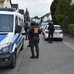 Große Aufregung am Samstagnachmittag in Leimen. Schwer bewaffnete Polizisten sichern Straßenzüge. Der Grund: Ein sehr Kurioser.