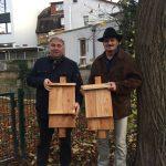 Wiesloch: Anbringung von zwei Fledermauskästen als Abschluss der Maßnahmen