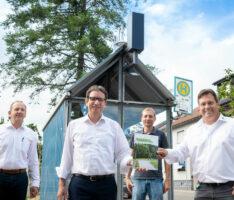 """Solarbeleuchtung garantiert optimale Lichtverhältnisse an der Bushaltestelle """"Neue Heimat"""" Reilinger Straße in St. Leon-Rot"""