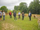 CDU-Bundestagskandidat Moritz Oppelt, Landwirtschaftsminister Peter Hauk MdL und Landtagsabgeordnete Christiane Staab sprachen mit Landwirten auf dem Rouvenhof